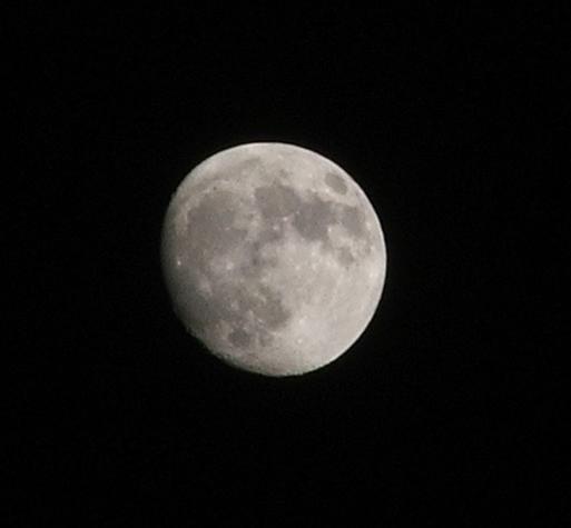 Moon taken by S5500 on 370mm. with 4megapixel sensor : angepasster Bildausschnitt
