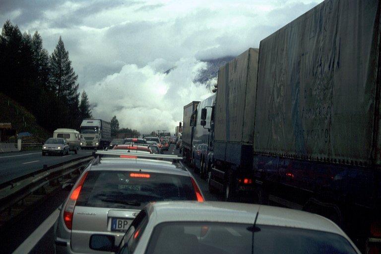 Autobahnen in den Alpen - manchmal liegt ne echte Wolke drauf