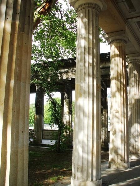 sophilo: Säulengang