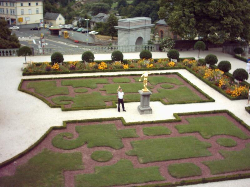 Weilburg Schlosspark, die Witzfigur da unten bin ich