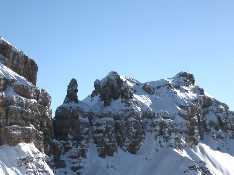 Zigerchnörri (Felsturm links der Mitte) und Hochfinsler (2421 m)