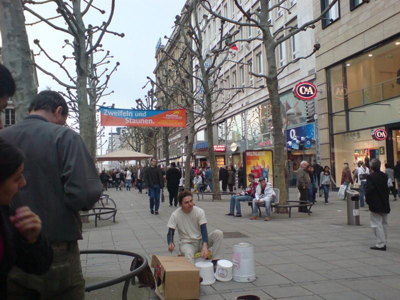 Stuttgart, Königstrasse. Schlagzeuger