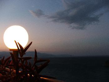 Blick auf die Istron-Bucht bei Nacht 1