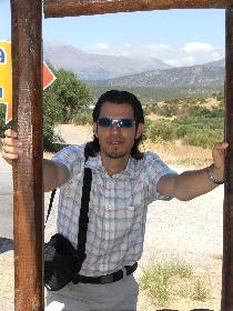 An der Bushaltestelle in Istron 1 (06.09.2005)