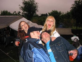 abschlussfete05.....jaja trotz regen ,wir haben gefeiert..... nur der alkohol fands ne soo lustig ..hehe