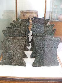 Bronzeplatten, jede wiegt etwa 30kg. - vermutliches Zahlungsmittel der Minoer (Archäologisches Museum Herkalion)
