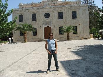 Vor einer Kirche in Heraklion (10.09.2005)
