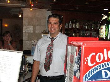 Der nette Barkeeper Georg mit seinem freundlichen Grinsen (10.09.2005)