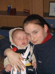 Mama und Kind ein paar Tage nach der Geburt