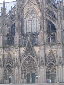 und der Eingang vom Dom (sehr schöne Details)
