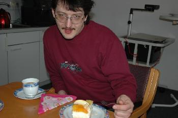 2006 März Sogar beim Kuchen fuddern wird man hier geknippst
