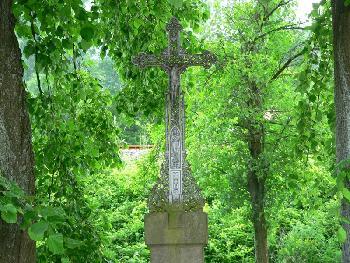 Altes Kreuz am Weg