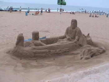 Noch mehr Heilige am Strand