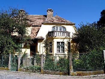 Villa in Gelb