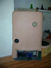 Grundofen mit beheizbarer Sitzbank mit farbigem Finishputz 2