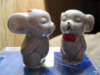 Man glaubt gar nicht, wieviel Gemütszustände man mit zwei Keramikmäusen darstellen kann ;-)