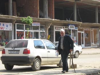 Alter Mann mit traditioneller