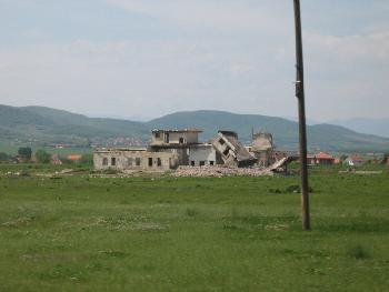 Zerstört - In der Nähe von Fushë Kosovë