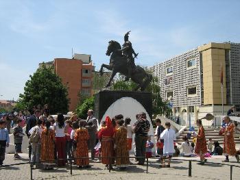 Skënderbeu in Prishtinë 1 (siehe auch Kommentar Skënderbeu in Prishtinë 2)