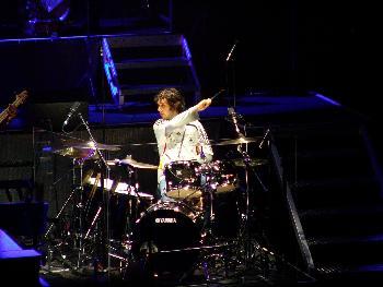 Josh am Schlagzeug