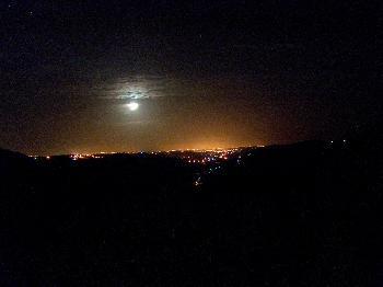 Blick ins Tal nach Silves / Portimao bei Nacht