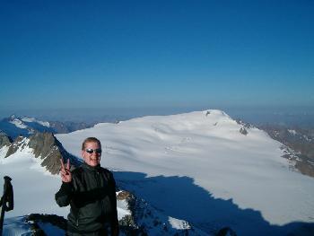 Da frohlockt der Hiker - auf dem Fluchtkogel auf knapp 3500 m ü. NN vor den Weiten des Gepatschferners