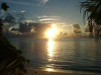 soney76: Sonnenaufgang auf Meeru