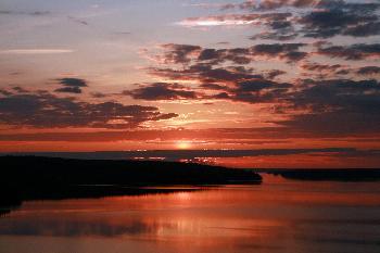 Sonnenuntergang am Lelang (alles färbt sich rot)