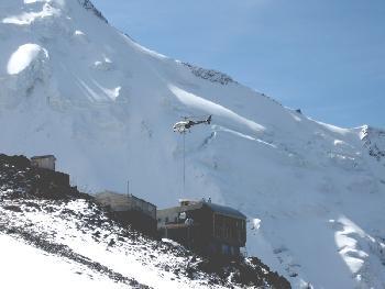 Hubschrauberversorgung der Tete Rousse-Hütte