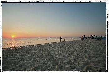 Sonnenaufgang in Tunesien über dem Meer