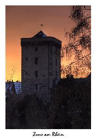 Turm in Zons bei Sonnenuntergang
