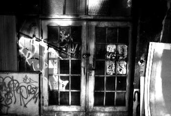 Tür mit Graffitti in Berlin Mitte