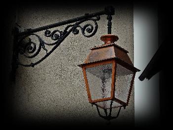 Die Außenbeleuchtung der Häuser ...