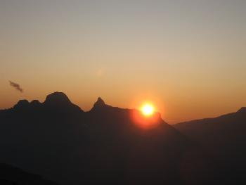 Sonnenuntergang hinter Ortstock und Höch Turm