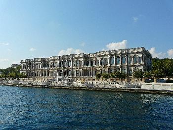 Der Çiragan-Palast am Bosporus